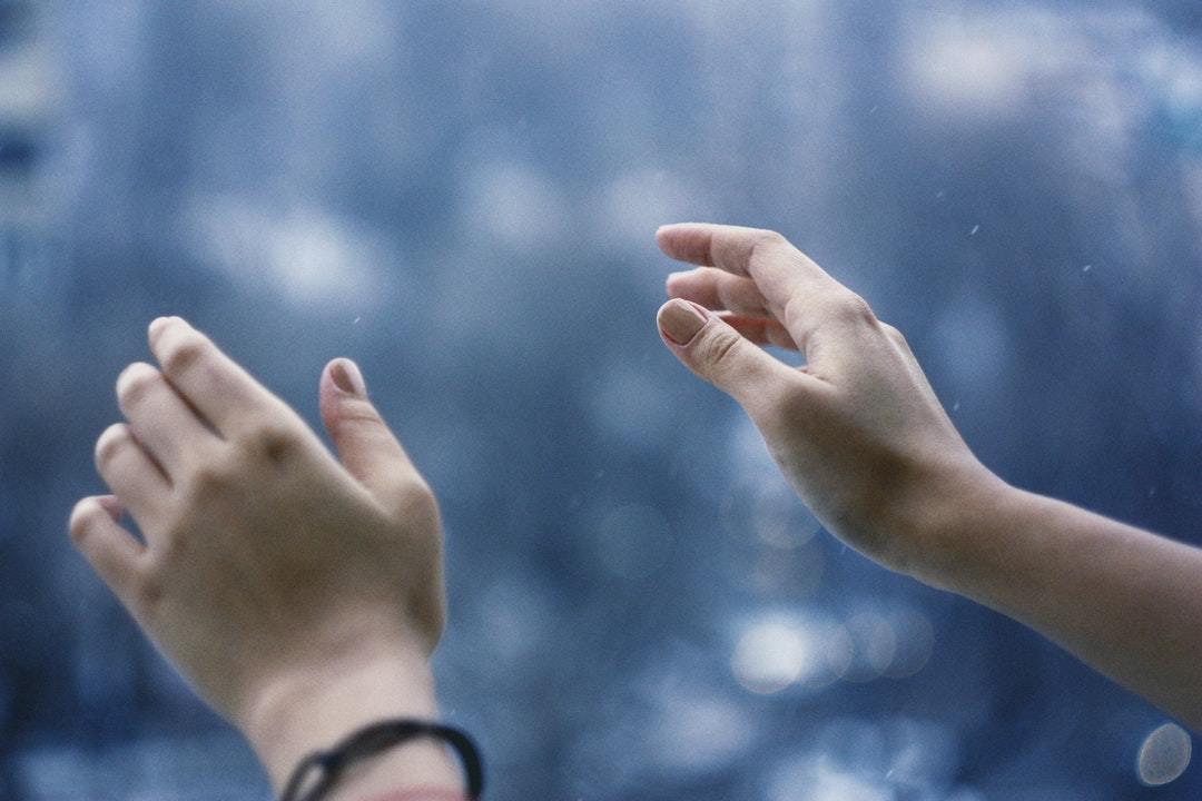 指を動かす