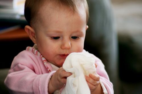赤ちゃんとタオル