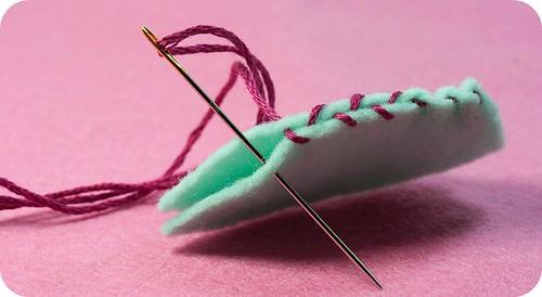 フェルトを縫う