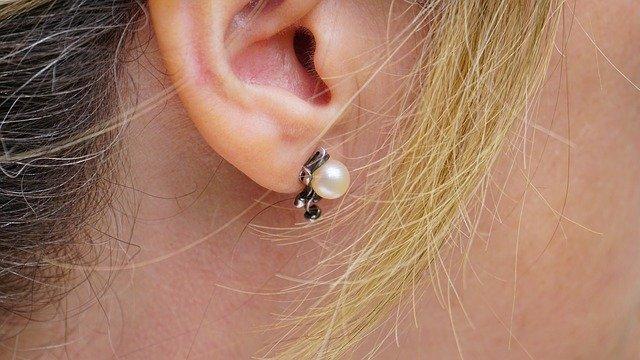 耳たぶ の ほくろ
