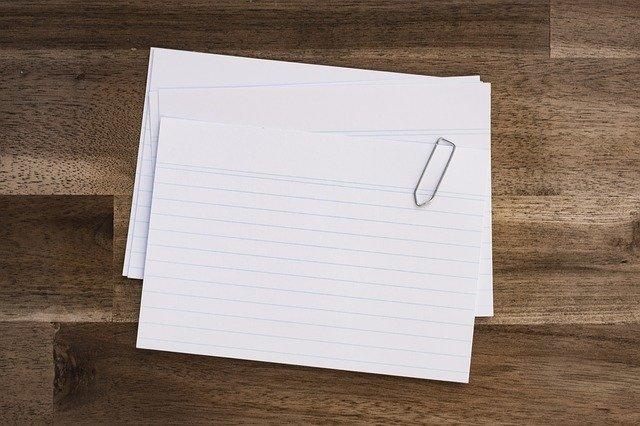 クリップでとめられた紙