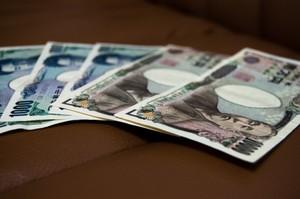 厚生年金の扶養になる条件を解説!もらえる金額・配偶者の年収や手続きは?