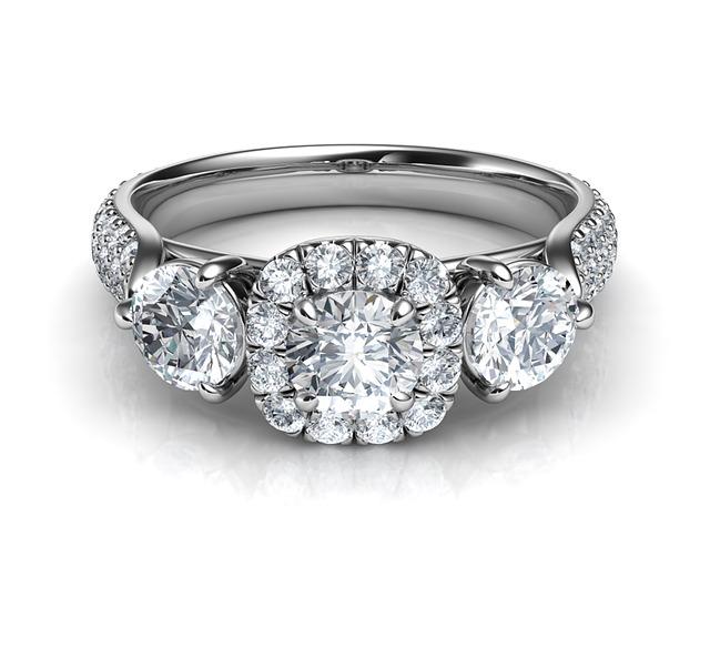 婚約指輪を普段使いする方法まとめ!マナーやタイミング・デザインは?