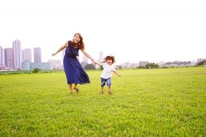 子供に関する夢占いまとめ!子供と遊ぶ・子供を産むなどシーン別に意味を解説!
