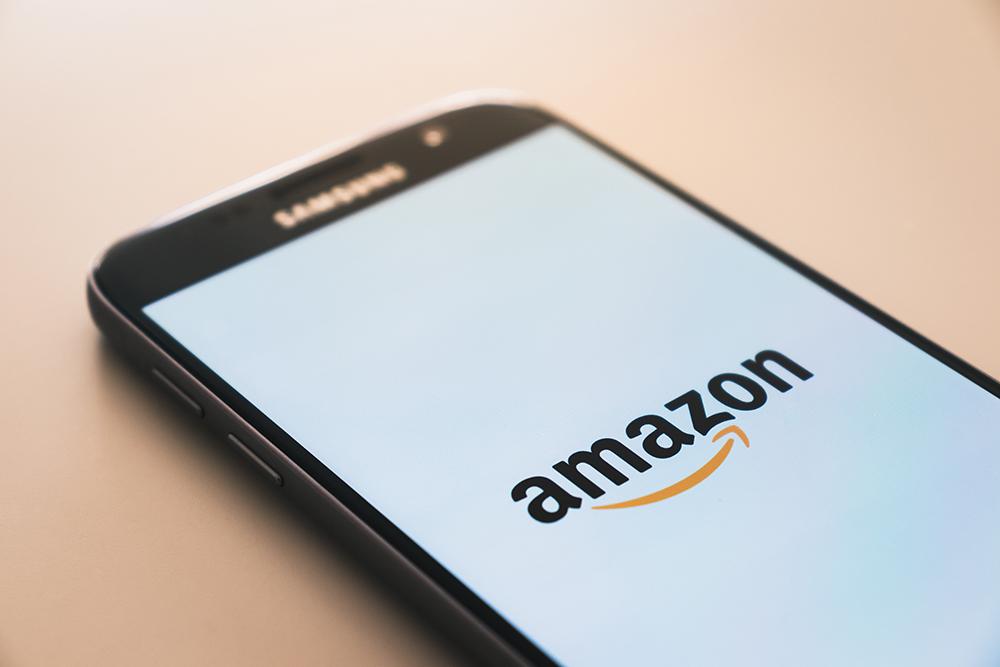 Amazonが出荷準備中で発送されない!原因・対処法・問い合わせ方法は?
