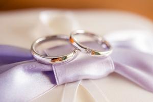 結婚指輪の値段相場はいくら?ブランドやデザインなどから年代別に解説!
