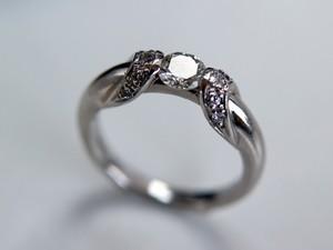 婚約指輪と結婚指輪を重ね付けしよう!人気ブランドやデザイン・選び方紹介!