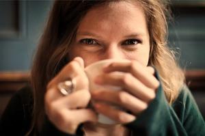 「媚びる」の意味や「媚びる人」の心理とは?男女別の特徴や心理を解説!