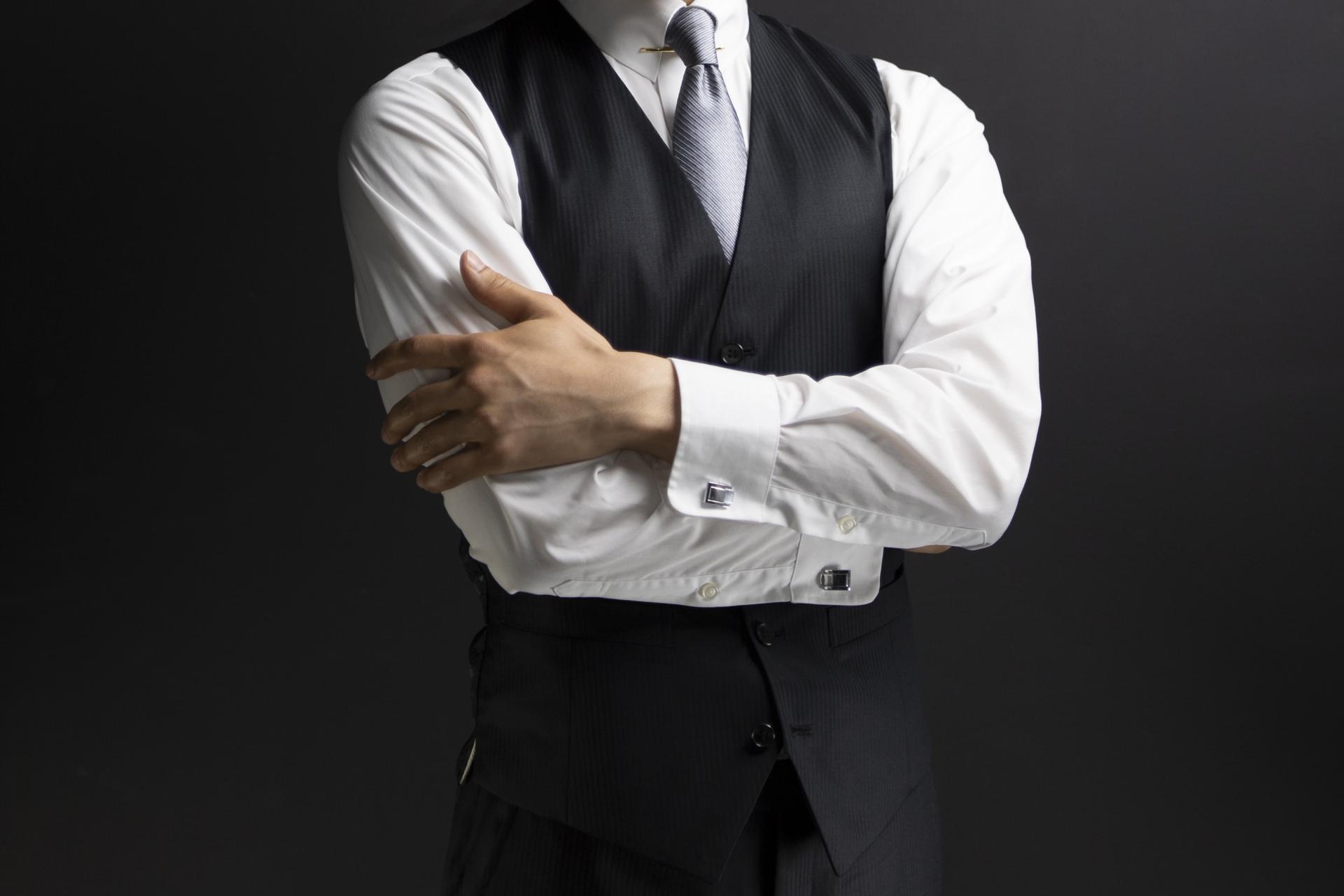スーツのベストの着こなし方・マナーまとめ!結婚式などでクールにキメるには?