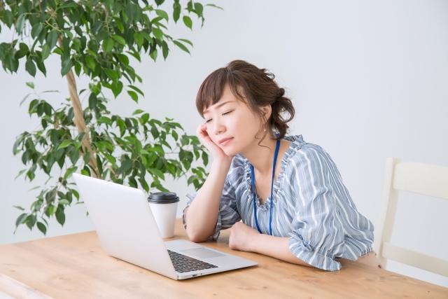 目を覚ます方法トップ10を紹介!授業中・仕事中に即効眠気を飛ばす方法は?