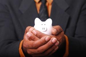 50代の貯金の平均はいくら?夫婦・独身で必要な老後資金や貯め方を伝授!