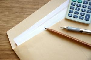 失業保険と扶養の関係性は?受給中に扶養家族になることや控除は受けられる?