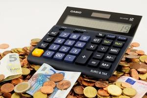 年収300万の手取りはいくら?税金や生活レベル・貯金方法など紹介!