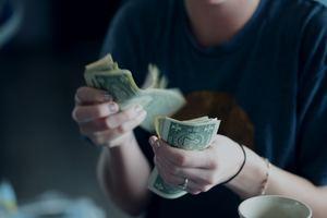 失業保険を自己都合退職でも早く受け取る方法!待機期間や金額は?