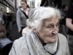 遺族年金の金額は65歳以上になると減る?いくらもらえるのか調査!