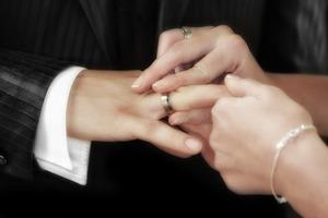 奨学金返済がある相手との結婚は反対される?影響など考えるべきことは?
