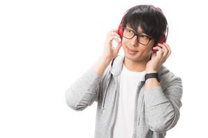TikTokの洋楽の人気曲まとめ!よく聴く女性・男性アーティストの原曲は?
