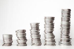 年収600万円の手取りはいくら?税金や平均貯金額に生活レベルについても紹介