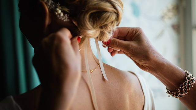 結婚式の髪型マナー&簡単セルフアレンジ特集!おしゃれなアレンジをご紹介!