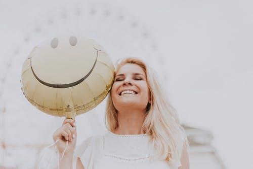 笑顔の作り方!可愛い写真写りや好印象はトレーニングで作ることができる!