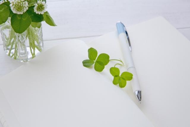 ボールペンを消す方法は?紙・机・プラスチック・服の落とし方まとめ!