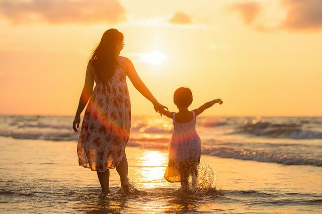 毒親に育てられた人の特徴や性格とは?過干渉の原因や子育てをする心理も解説!