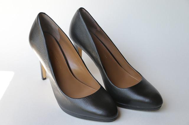 オフィスカジュアルな靴の選び方!会社にふさわしいおしゃれなものは?