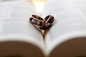 右手の薬指につける指輪の意味!男性と女性で理由は違うって本当?