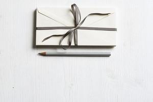 結婚式の招待状の切手の位置や貼り方は?マナーや使える種類も紹介!