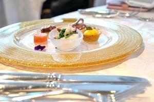 フランス料理のテーブルマナーとは?ふさわしい服装や食事の基本を解説