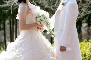 結婚式が雨だと縁起がいい?幸せジンクスや演出などでの対象法を紹介!