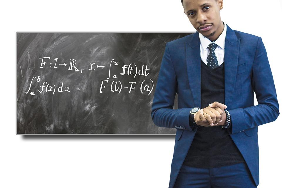 准教授の年収はいくら?国立・私立別の平均やボーナスなどを調査!