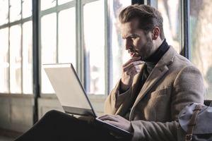 常務と専務の違いは?仕事の役割や会社での立場についても詳しく解説!