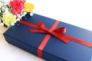 男性への人気プレゼント特集!おしゃれな小物など年代・関係別に詳しく紹介!