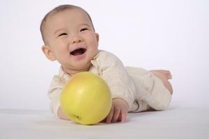 「微笑ましい」の意味と使い方を解説!例文・類義語・英語表現もチェック!