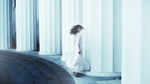 結婚式でのロングドレスのマナーを徹底解説!昼間と夜の違いやコーデは?