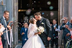 結婚式のジャケットコーデ集・レディース編!色などのマナーも紹介!