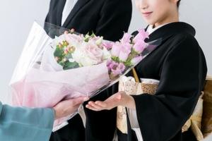 結婚式での両親へのプレゼントの厳選!実用的なおすすめからおしゃれな物まで!