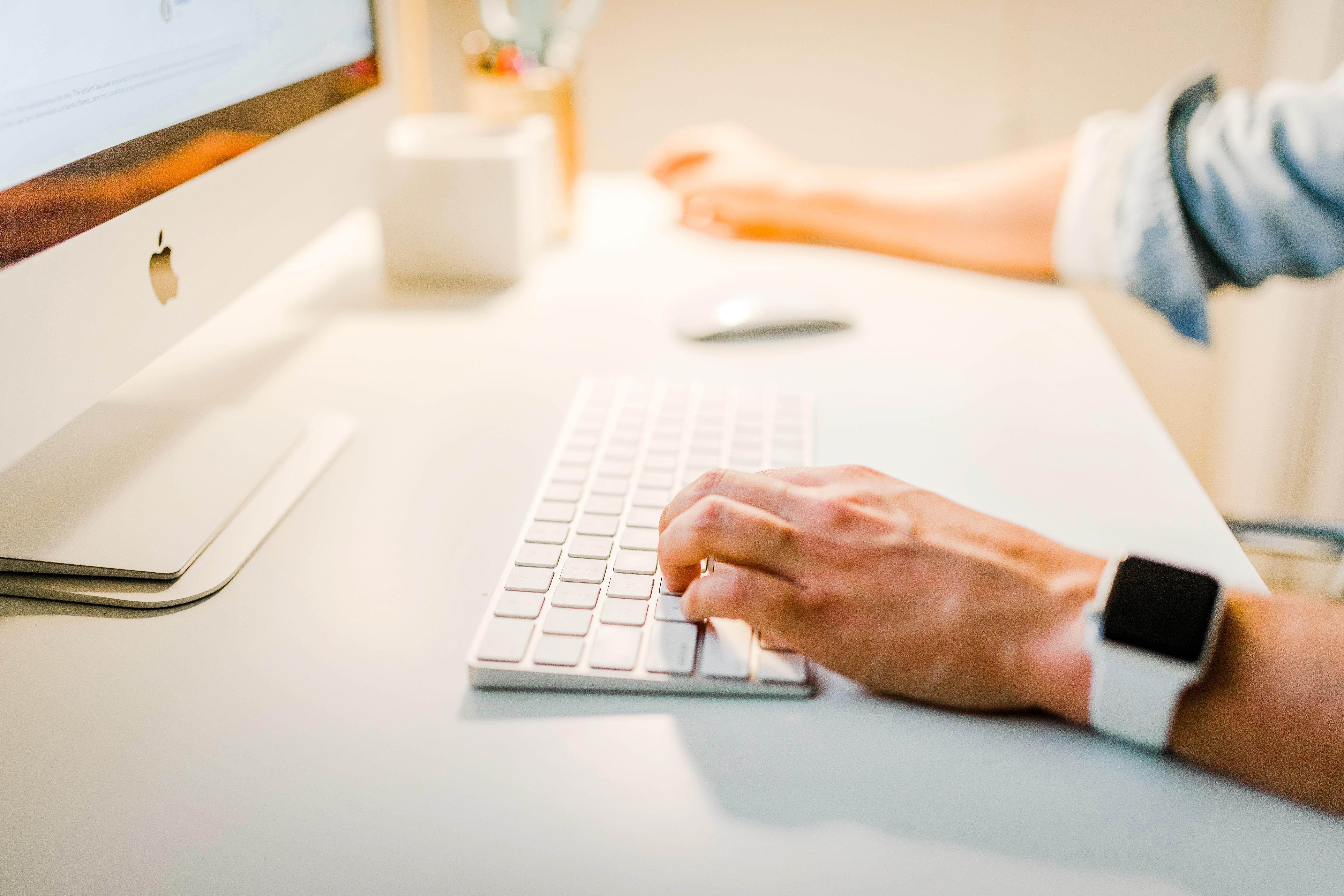 企業へのメールの書き方まとめ!就活に役立つ例文や返信マナー・注意点も紹介