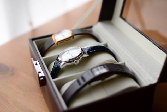 結婚式で腕時計の着用はマナー違反?理由や失礼にならないおすすめまとめ!
