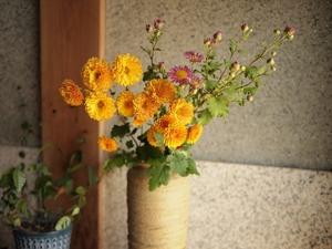 玄関に花を置いて運気上昇!おすすめの種類・飾り方・効果をまとめて紹介