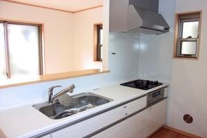 ミニマリストのキッチンはシンプルでおしゃれ!収納や食器のコツなどを紹介!