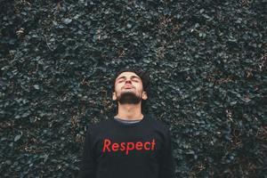 「尊重」の意味・使い方まとめ!例文・類語や尊厳・尊敬との違いも解説!