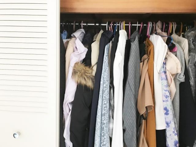 収納のない部屋の洋服収納テクニック!ワンルームやクローゼットなしでも片付く!