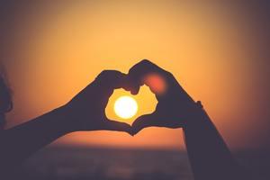 恋愛ホルモンの効果や種類とは?増やすための食べ物もチェック!