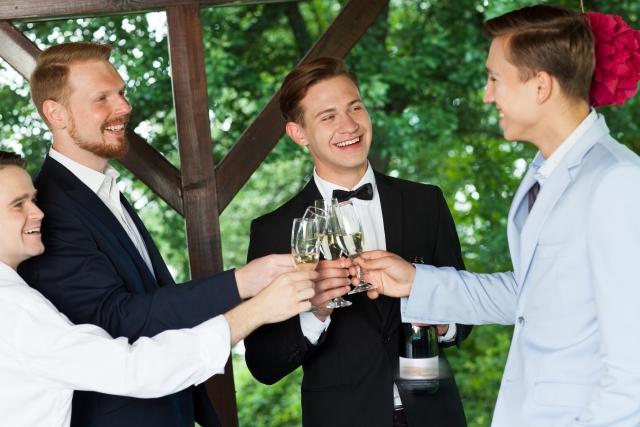 結婚式での男性のおしゃれな服装ガイド!スーツやシャツのコーデやマナーは?