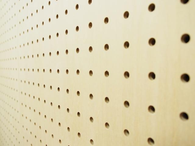 有孔ボードとフックでDIY!固定する方法やおすすめの100均グッズも紹介!