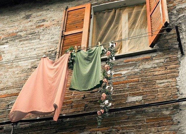 部屋干しに扇風機を上手に使おう!当て方や臭いを出さない・早く乾かすコツは?