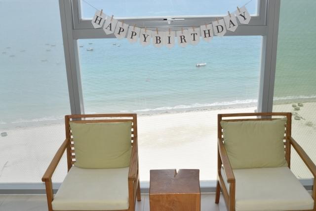 彼氏の誕生日祝いはホテルでサプライズ!人気のプランや特典もあり!