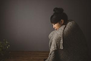 彼氏と会えない期間が寂しい時はどうする?我慢か別れるかの判断方法と対処法!